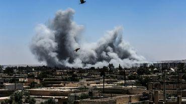 Bombardements sur la ligne de front à l'ouest de Raqa, le 15 juillet 2017