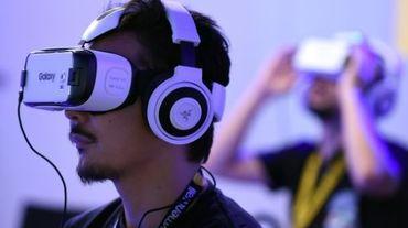 """Un casque de réalité virtuelle """"Gear VR"""" d'Oculus au salon des jeux vidéos, le 17 septembre 2015 à Chiba, dans la banlieue de Tokyo"""