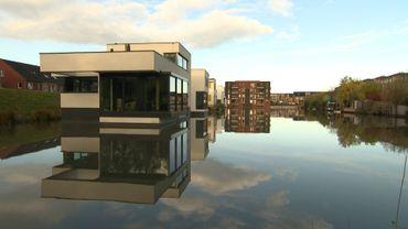 Maisons flottantes à Delft.