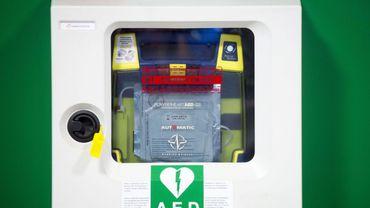 Comment repérer les endroits qui disposent d'un défibrillateur en cas de problème ?