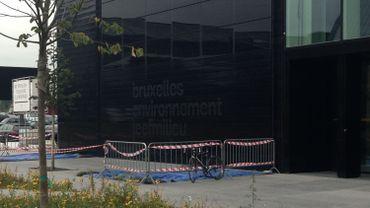 Attention, chute de panneaux solaires au siège de Bruxelles-Environnement