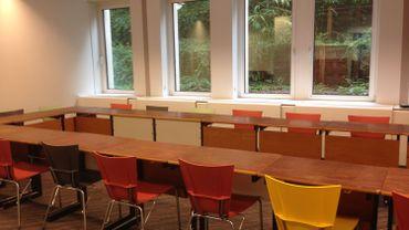 une nouvelle classe dans un immeuble de bureau