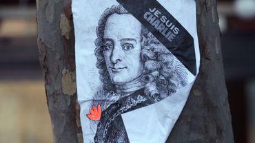 Portrait de Voltaire affiché dans Paris au moment des attentats terroristes de janvier 2015