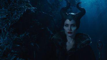 """Angelina Jolie cartonne au box office mondial dans le rôle de """"Maléfique"""", actuellement en salles"""