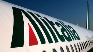 Alitalia prévoit 2.037 suppressions d'emplois dans le personnel au sol
