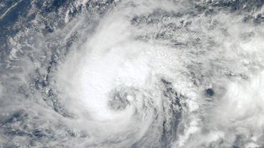 Le puissant typhon Koppu a frappé dimanche matin le nord des Philippines.