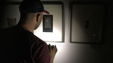 Visite insolite à la lampe de poche du Musée du petit format à Viroinval