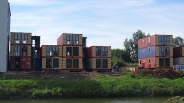 Une trentaine de containers servent de squelette aux futurs appartements.