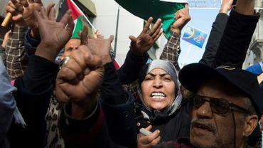 Des manifestants lancent des slogans hostiles aux Etats-Unis et à Israël, lors d'une protestation à Rabat le 10 2017