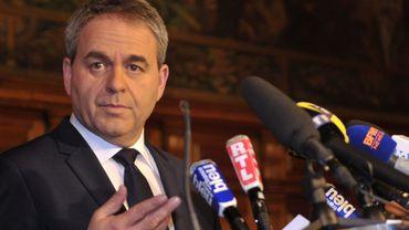 Xavier Bertrand (LR) se distance de la politique nationale et des ténors de la droite comme Nicolas Sarkozy, François Fillon ou Alain Juppé, susceptibles de braquer l'électeur de gauche.