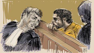 Mehdi Nemmouche discute avec son avocat Sébastien Courtoy lors de l'audience du 7 février.