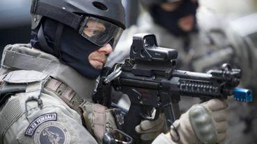 Les hommes masqués, équipés d'un armement lourd que l'on entrevoit parfois à la télévision représentent seulement une partie des effectifs (et des missions) du CGSU.