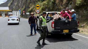 Des Vénézuéliens tentent de rejoindre Quito.