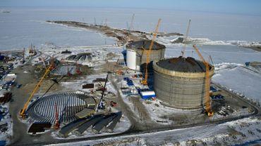 Les réservoirs en cours de construction du site russe de production de gaz naturel liquéfié (GNL) Yamal, en Sibérie arctique, photographiés le 16 avril 2015