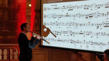 Sylvain Cremers, hautbois 1er soliste de l'OPRL teste l'application en public.