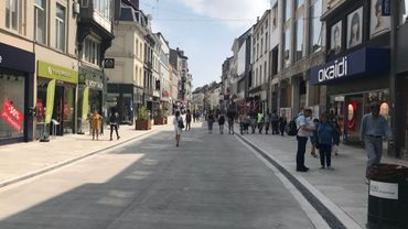 L'espace entre la Porte de Namur et la place Fernand Cocq est désormais un semi-piétonnier.