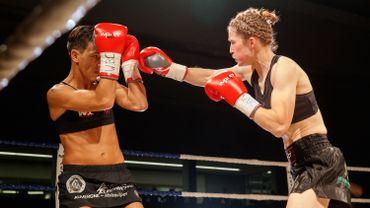 La Belge Delfine Persoon et la Française Myriam Dellal - WBC World female lightweight title au 5e 'Boksgala Zwevezele', Wingene, 11/11/2017