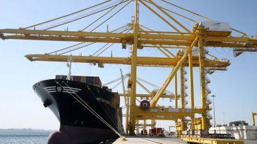 Port Hamad a une capacité de stockage de 1,7 million de tonnes de marchandises et d'un million de tonnes de céréales, selon Mwani Qatar, la compagnie nationale qui gère les ports.