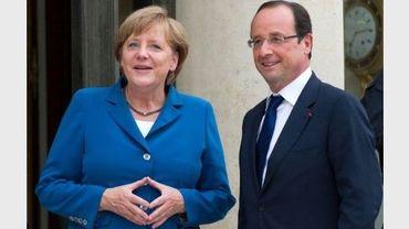 Angela Merkel et François Hollande dans la cour de l'Elysée, le 27 juin 2012
