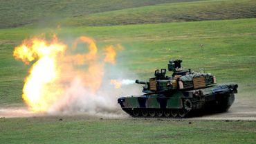 char lourd Abrams à l'exercice