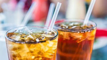 Les boissons sucrées augmentent le risque de cancer, selon une étude française