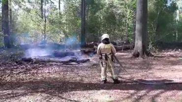 Un feu éteint ce mardi matin. Des canettes et du papier à joint ont été retrouvés à proximité.