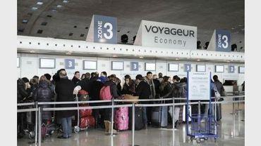 Des voyageurs le 7 février 2012 à l'aéroport Roissy Charles de Gaulle
