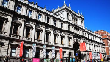 La Royal Academy of Arts de Londres envisagerait de se séparer d'un des joyaux de sa collection pour renflouer ses comptes.