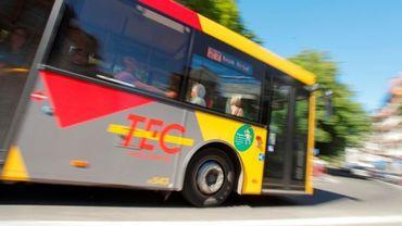 Chaque jour, un bus partira de Macquenoise vers 6h00 et un autre repartira de Mons à 17h30 (illustration).
