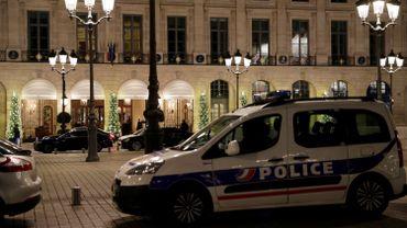 Les trois hommes avaient pénétré cagoulés et gantés dans l'hôtel vers 17H30 GMT, par l'arrière du bâtiment.
