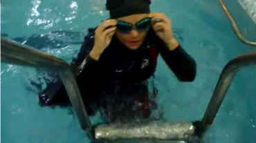 Elham Ashgari dans son costume de natation