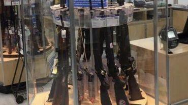 Une chaîne de magasins met en avant des armes dans les rayons pour la rentrée scolaire !