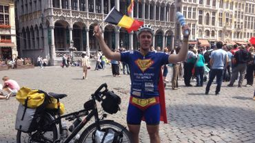 Super Cycling Man sur la Grand Place.