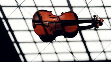 Un musicien oublie son violon de 310 ans dans un train en Grande-Bretagne