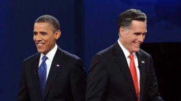 Barack Obama et Mitt Romney à l'issue du débat télévisé le 3 octobre 2012 à Denver dans le Colorado