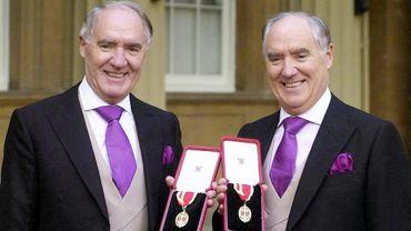Sir David Barclay (à gauche) avec son frère jumeau étaient propriétaires de leur groupe.