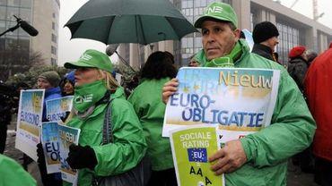 Les manifestants de la CSC au rond-point Schuman, à Bruxelles
