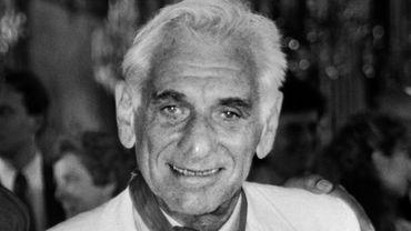 Le chef d'orchestre américain Leonard Bernstein fera bientôt l'objet de deux biopics qui se préparent en même temps à Hollywood.