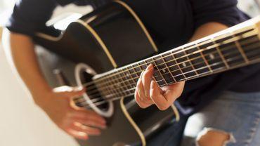 Apprendre à jouer d'un instrument de musique ralentit le vieillissement de notre cerveau