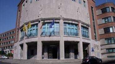 Le collège provincial du Hainaut sera à nouveau rouge et bleu