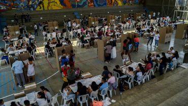 Des personnes font la queue pour voter à Cali, lors  des élections législatives en Colombier le 11 mars 2018