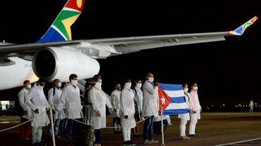 L'équipe médicale cubaine à son arrivée à Prétoria le 27 avril 2020