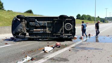 Une camionnette est renversée sur l'E411