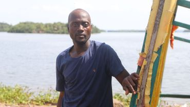 Nathanaël, pêcheur de 36 ans, qui a perdu sa case pour la cinquième fois