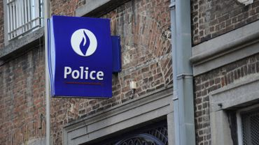 L'ex-agent de police, qui reconnait les faits, a été interpellé peu de temps après et placé sous mandat d'arrêt lundi après-midi pour meurtre et tentative de meurtre.