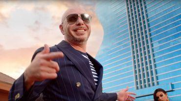 "Pitbull a recruté la superstar de la country Blake Shelton pour son nouveau titre ""Get Ready""."