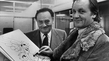 Photo prise vers la fin des années 70 du scénariste de la bande dessinée René Goscinny en compagnie du dessinateur Albert Uderzo