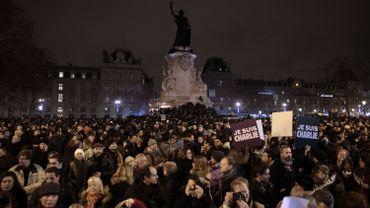 Plus de 5000 personnes rassemblées à Paris en hommage aux victimes de l'attentat.