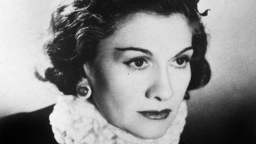 5 livres pour s'imprégner du style moderne et intemporel de Gabrielle Chanel.