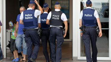 Une patrouille de Police dans la gare du Midi à Bruxelles